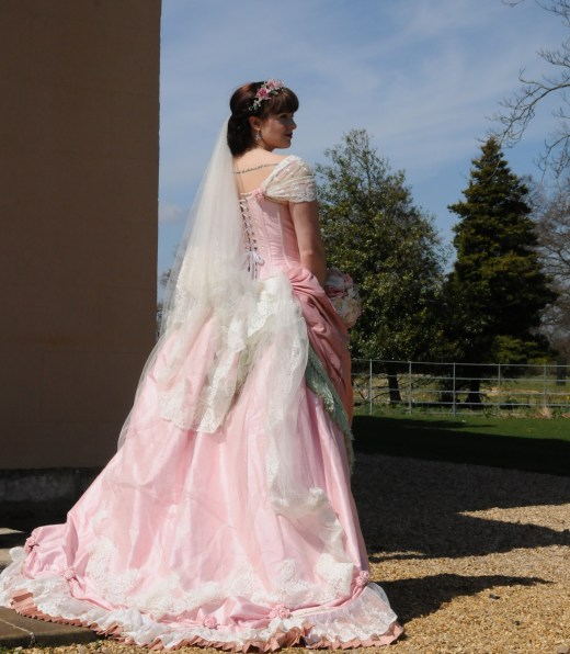 Historical Wedding Gowns: Historical Wedding Gowns