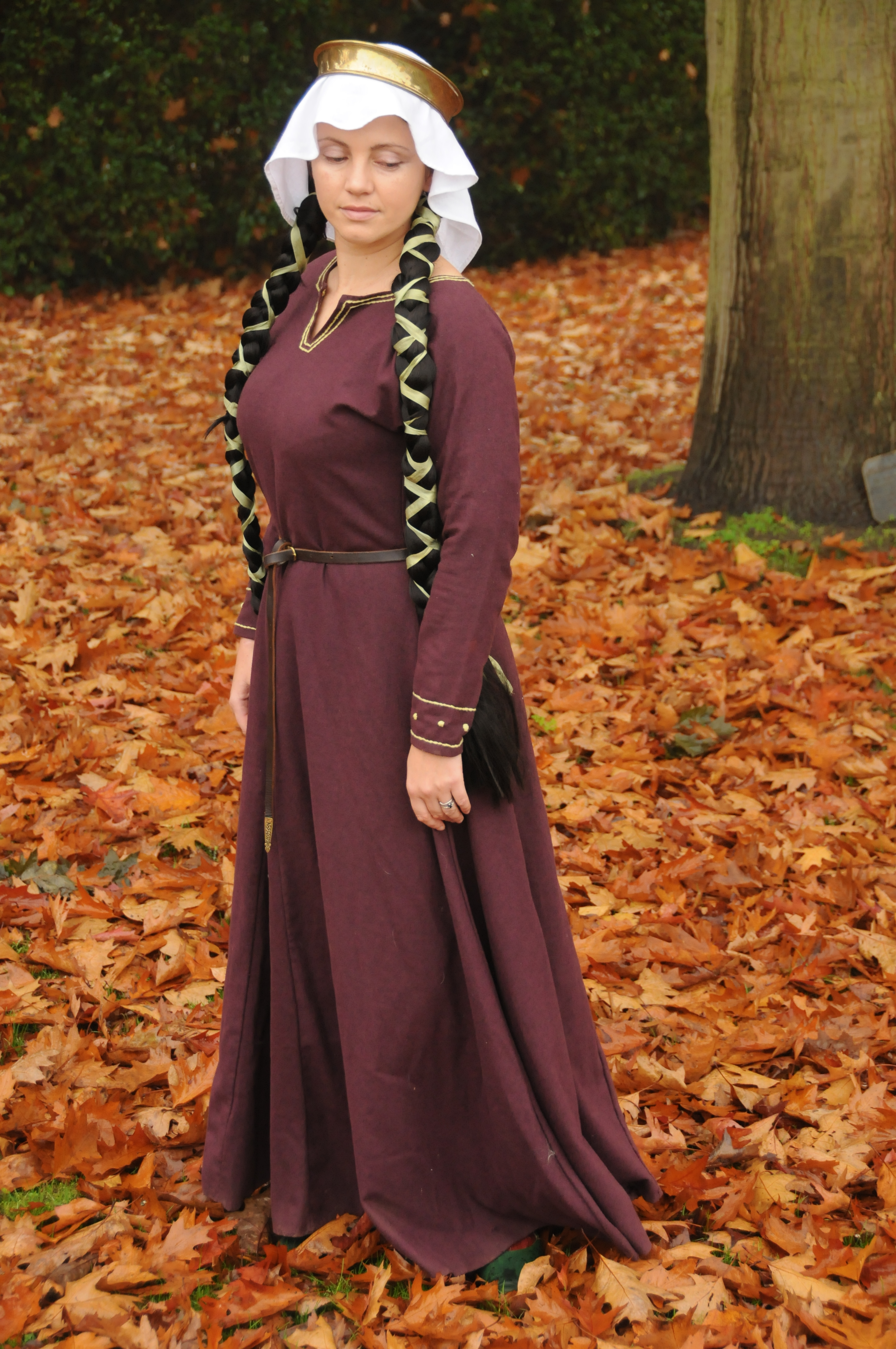 Wool kirtle with sleeve and neck embroidery