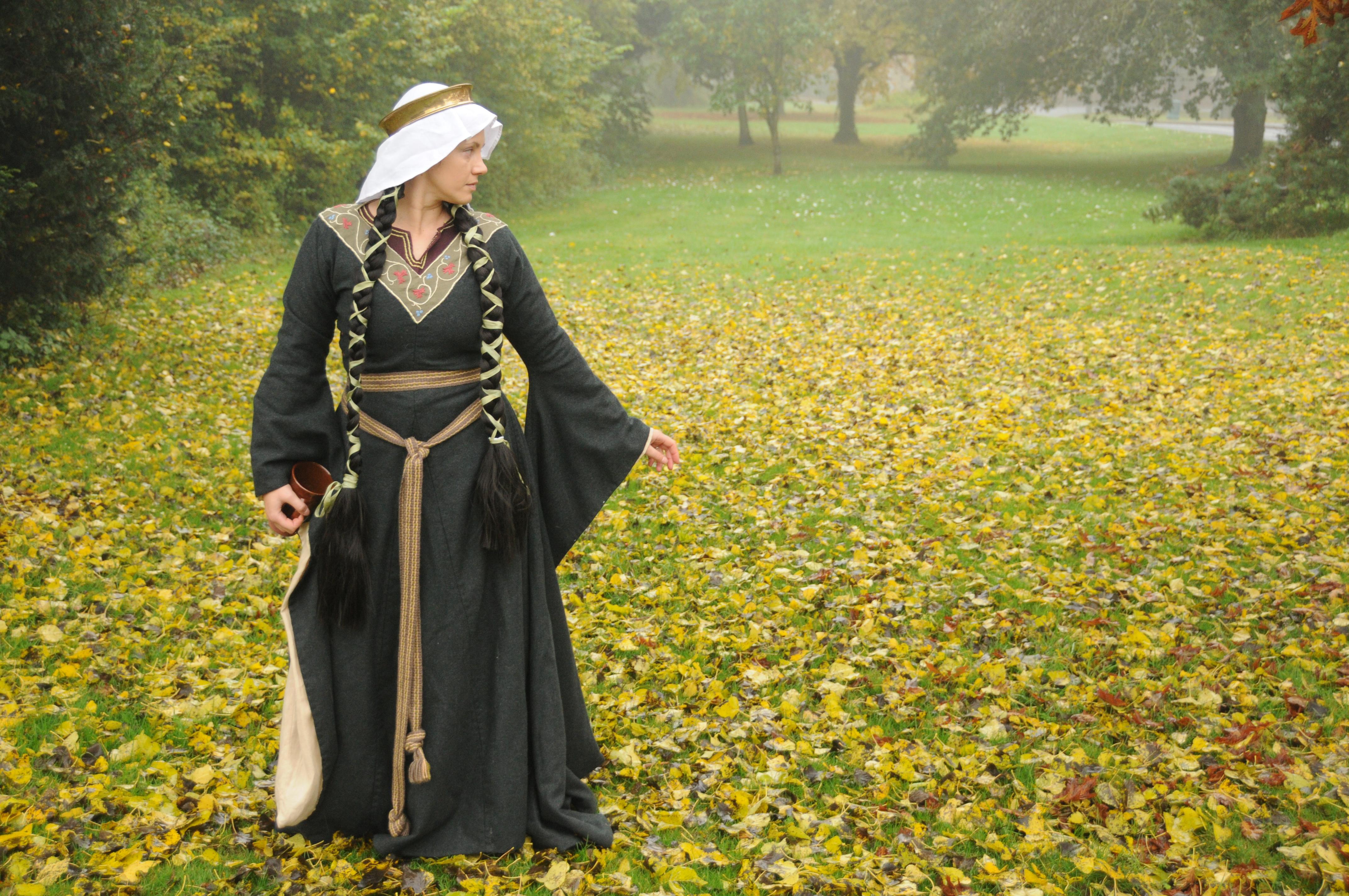 91e62c02ece 12th Century Dress – the Bliaut