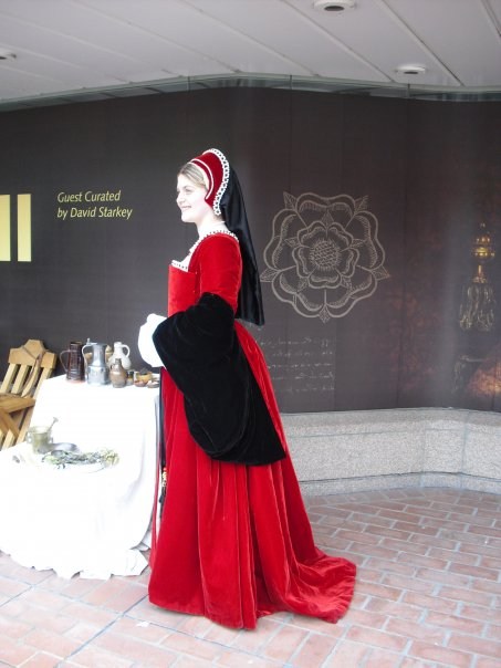 f78b2fc4efac8 Tudor Kirtle and Gown