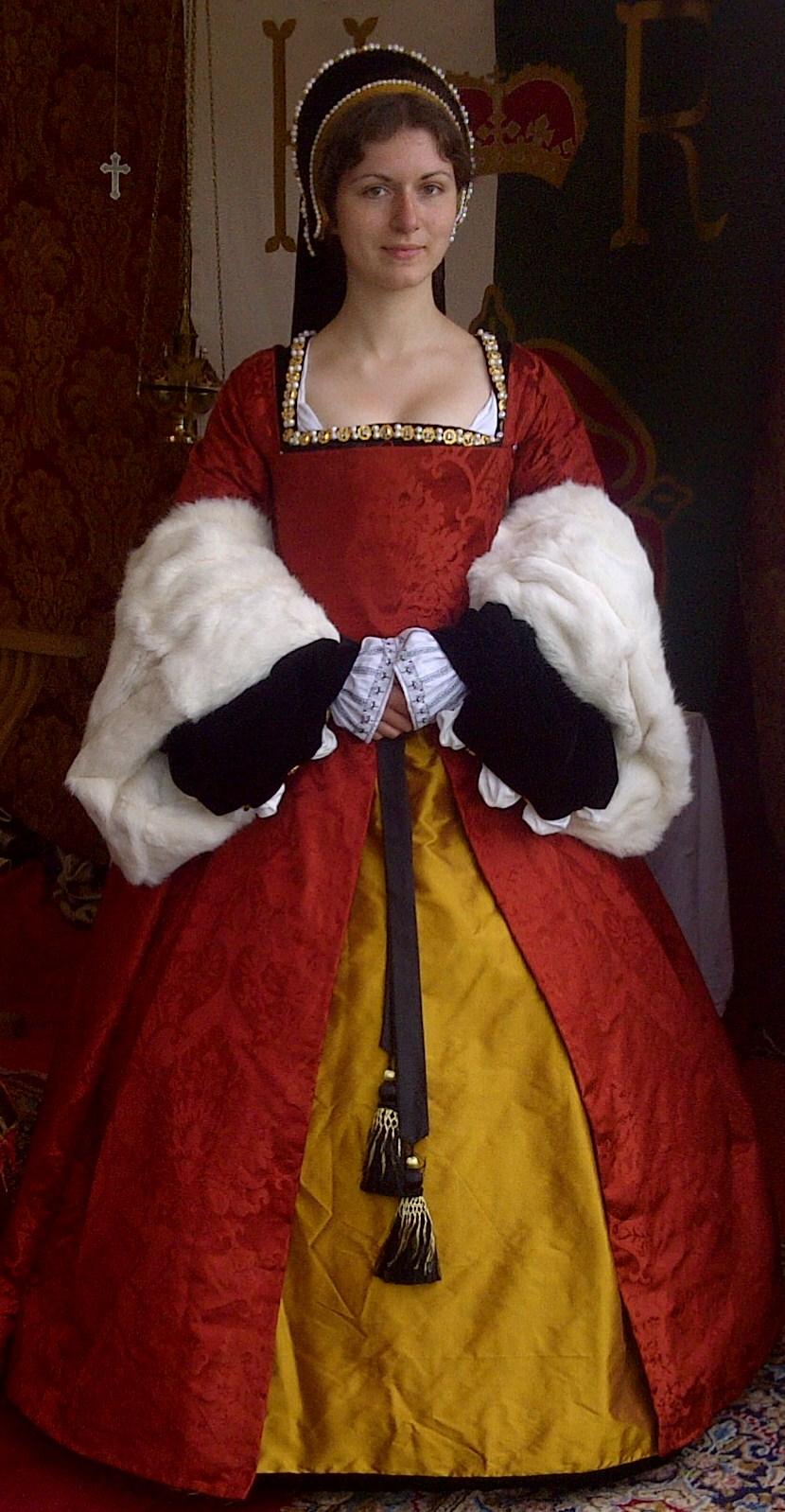 6d60280e0d1df How to Make a Tudor Kirtle and a Gown