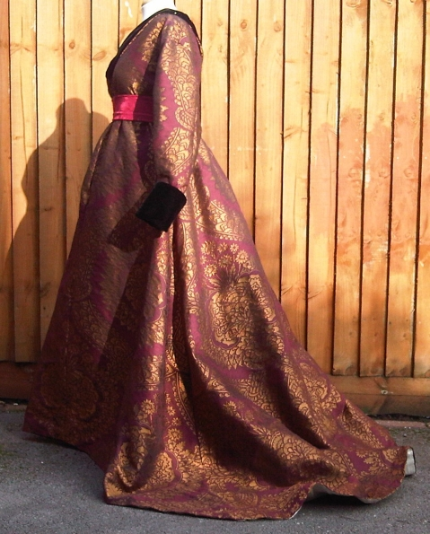 38-ready-gown-side