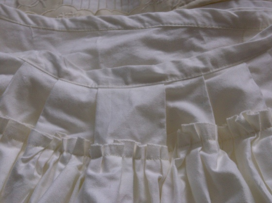 41. pleated back of the petticoat, waistband attached.