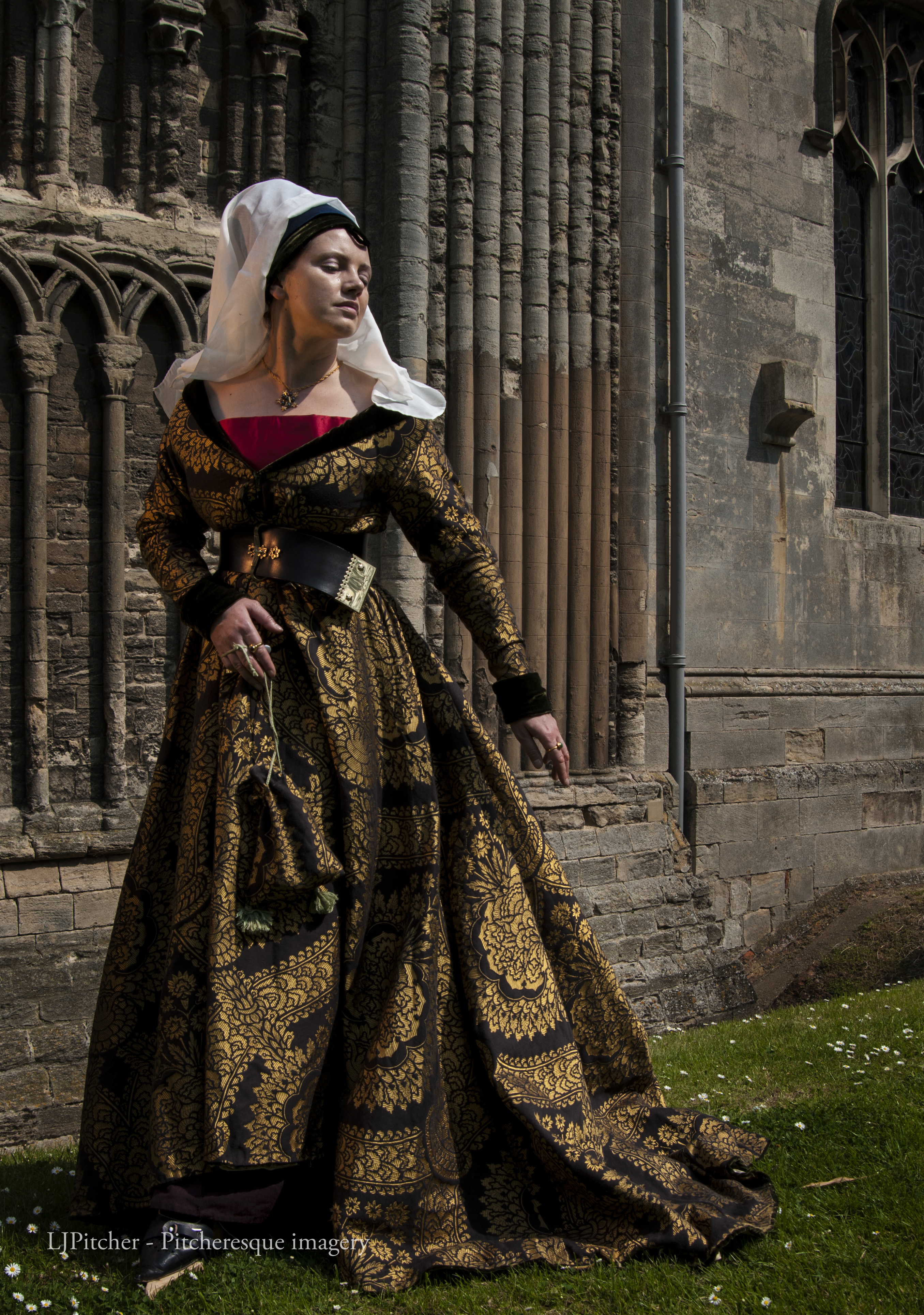 How to make a kirtle and a Burgundian gown | A Damsel in