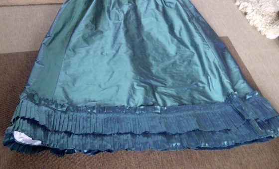 13. skirt decoration - 2 rows of pleats
