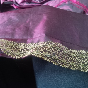 25. lace on revers