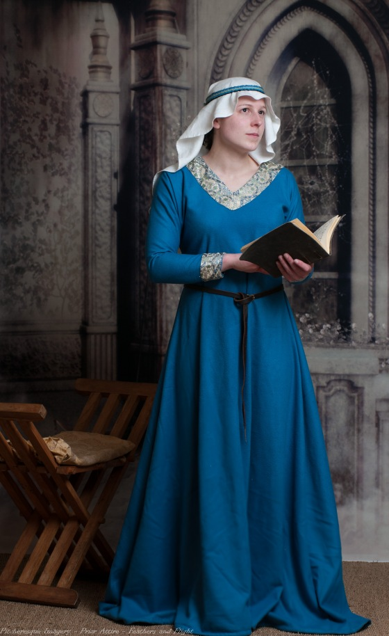 Ladies Mediaeval Attire-12