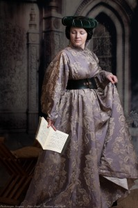 Ladies Mediaeval Attire-33